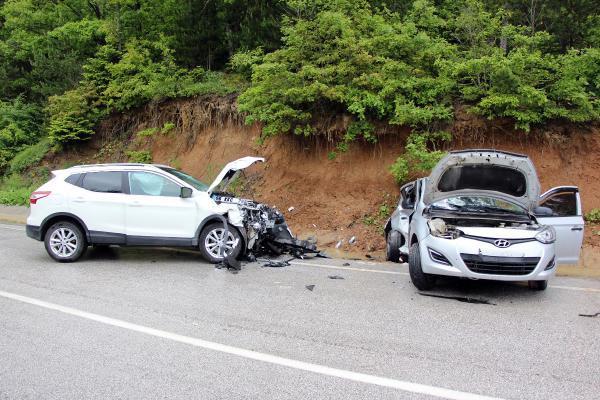 Abant yolunda cip ve otomobil çarpıştı: 4 yaralı