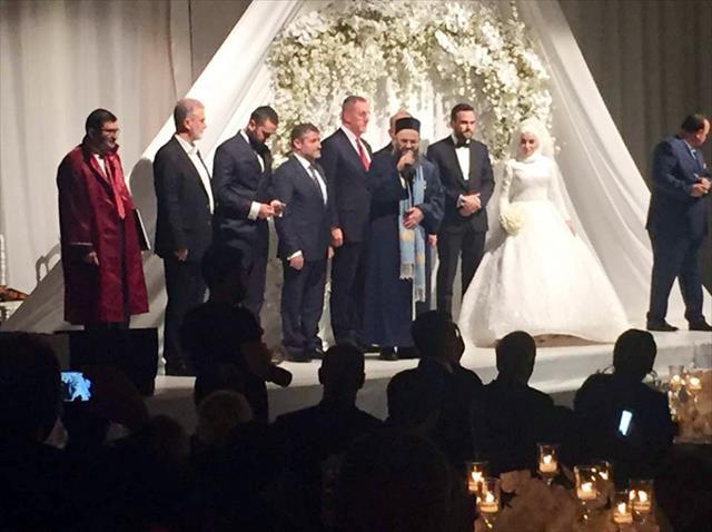 Cübbeli'nin kızı evlendi