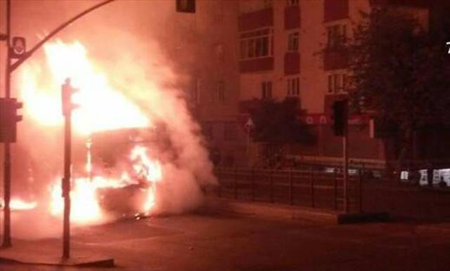 İstanbul'da araç kundaklayan 2 kişiye gözaltı