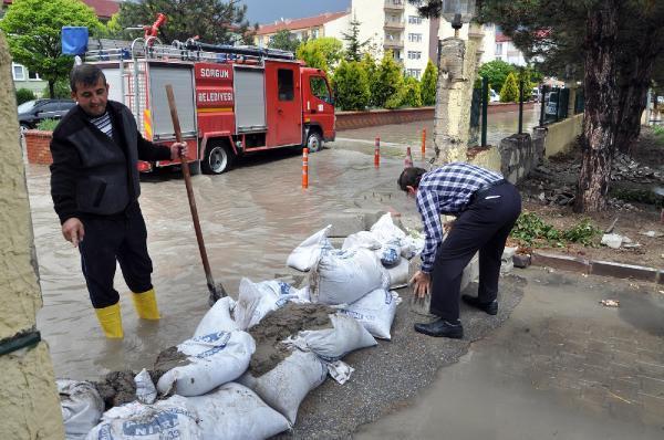 Sorgun'da şiddetli yağış hayatı olumsuz etkiledi