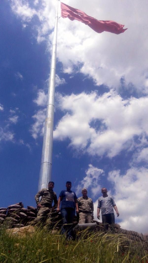 Adana'dan Uludere'ye 40 metrelik asansörlü bayrak direği