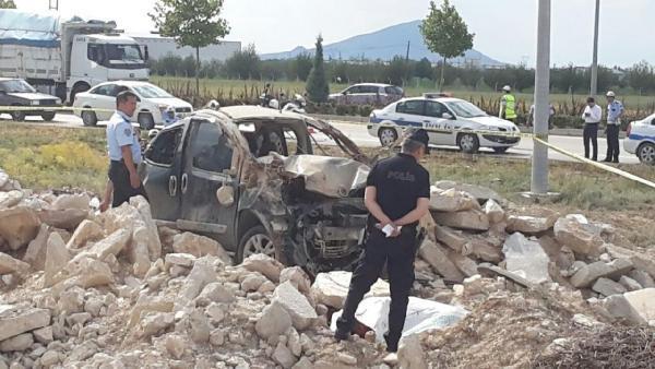 Emniyet kemeri takılı olmayan sürücü camdan fırlayıp öldü