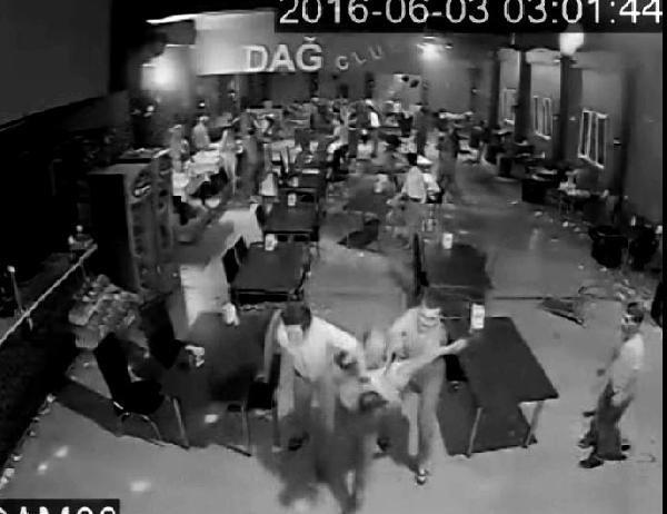 Gazinoda 6 kişinin bıçakla yaralandığı kavga güvenlik kamerasında