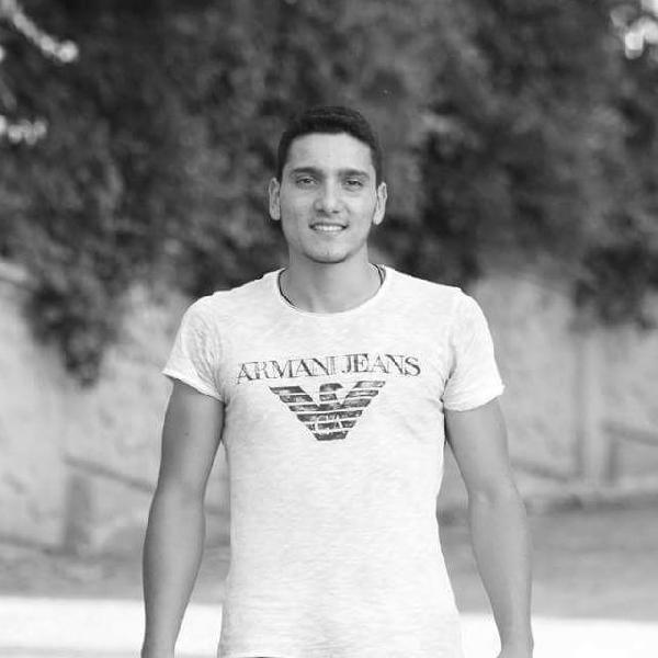 Üniversiteli Yalçın, babası ile cep telefonuyla konuşurken uçaktan atılan bomba ile şehit oldu