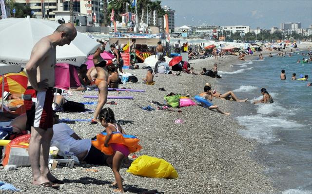 Antalyalılar denize akın etti