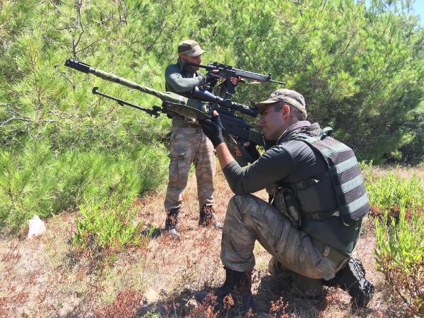Marmaris'te firari askerlere ait telefonlar ve hücum yelekleri bulundu (2)