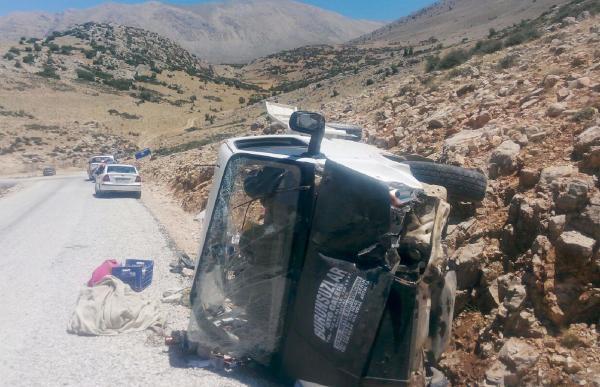 Piknik yolunda kaza: 2 ölü, 8 yaralı