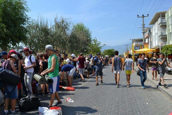 Binlerce kişi Zeytinli Rock Festivali için Edremit'e akın ediyor