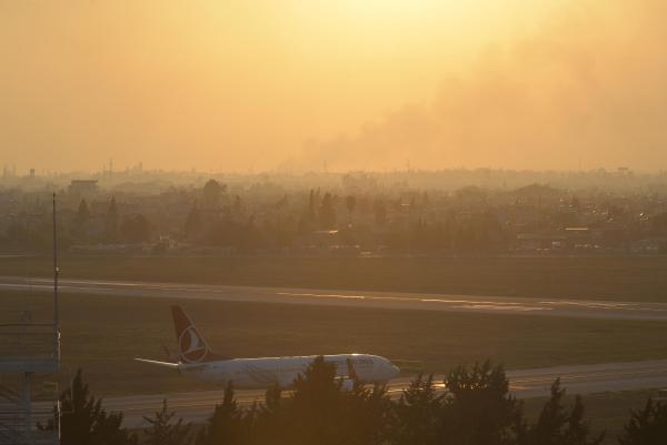 Anız yangınları hava ulaşımını olumsuz etkiledi
