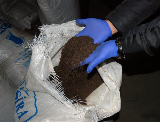 Şanlıurfa'da 1 buçuk ton kaçak çay ele geçirildi
