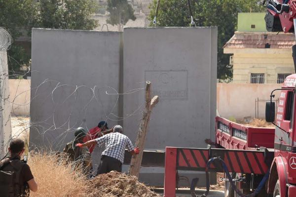 Kobani sınırında duvar çalışması sürüyor
