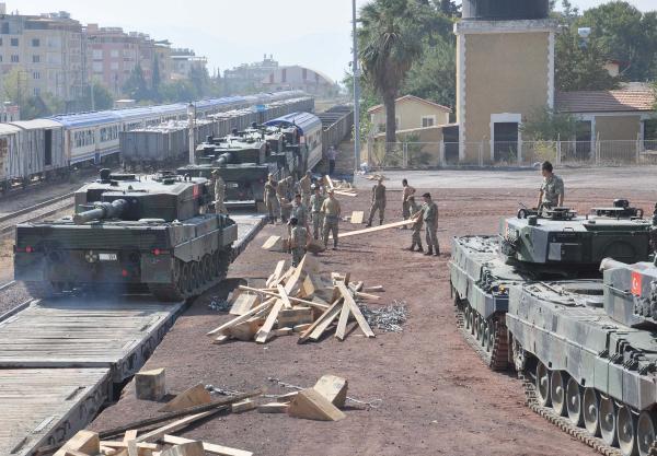 İstanbul'dan İslahiye'ye askeri araç sevkiyatı sürüyor