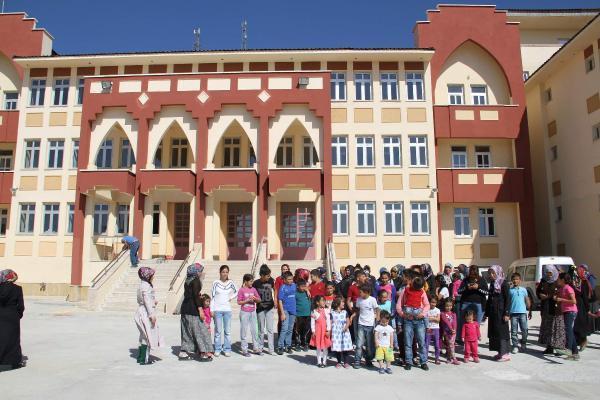 Yozgat'ta TOKİ'nin okul inşaatını bitirmemesihe tepki