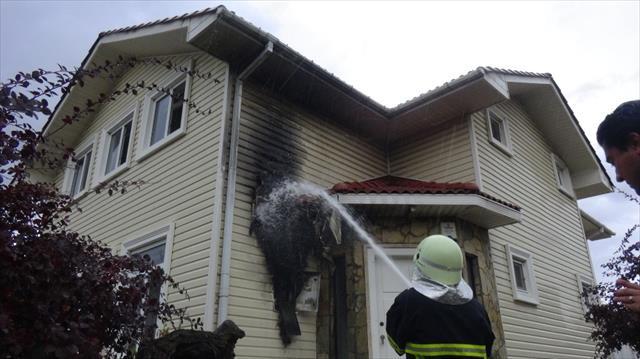 Edirne'de bir eve yıldırım düştü