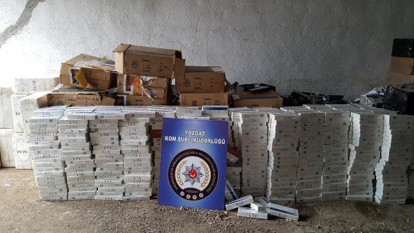 Kamyon kasasındaki gizli bölmede 60 bin paket kaçak sigara
