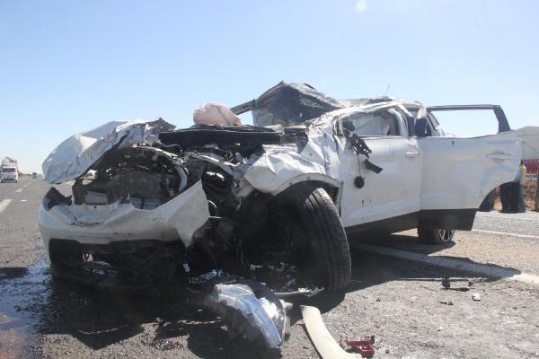 Şanlıurfa'da 2 otomobil çarpıştı: 6 yaralı