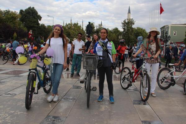 Edirne'de 'süslü kadınlar'dan bisiklet turu
