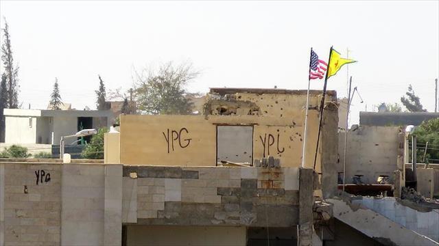 PYD karargahındaki ABD bayrağı yerinde duruyor