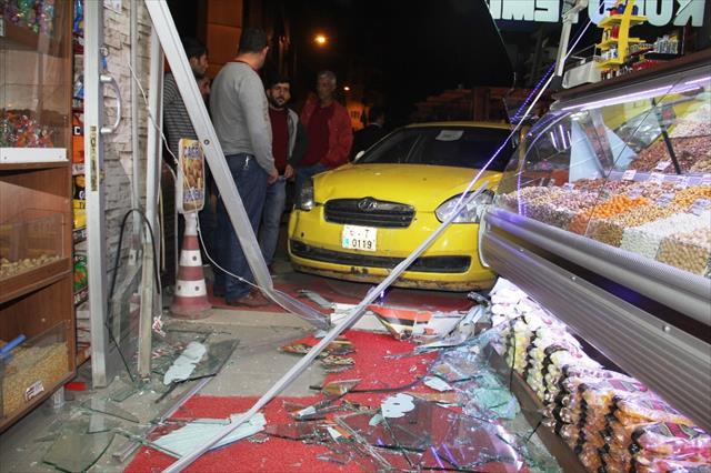 Ticari taksi kaldırıma çıktı: 6 yaralı