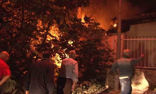 İstanbul'da gecekondu yangını paniğe neden oldu