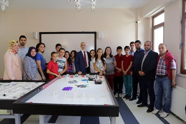Kağıthaneli çocuklardan Türk bayrağı görünce duran tank