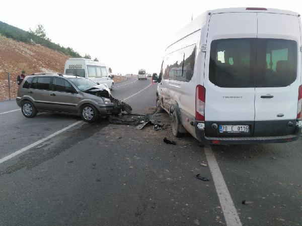 Ermenek'te minibüs ile otomobil çarpıştı: 6 yaralı