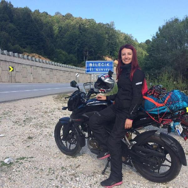 Gizem öğretmen motosikletiyle yaptığı kazada öldü