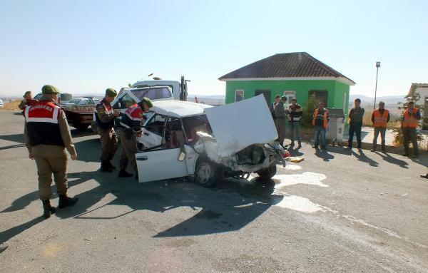 Yol kontrolü yapan polislere otomobil çarptı: 3 yaralı