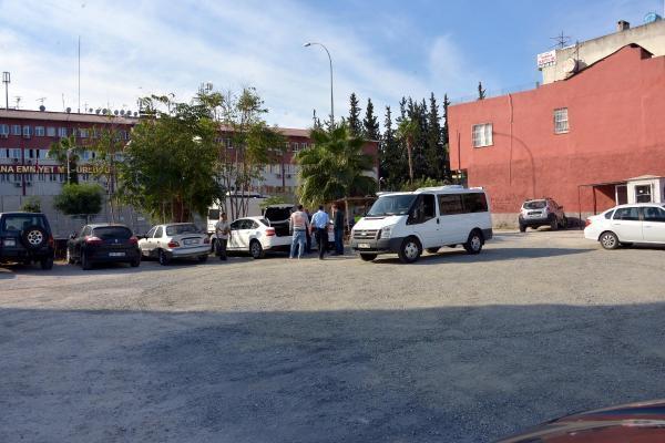 Adana Emniyet Müdürlüğü önünde şüpheli araç alarmı