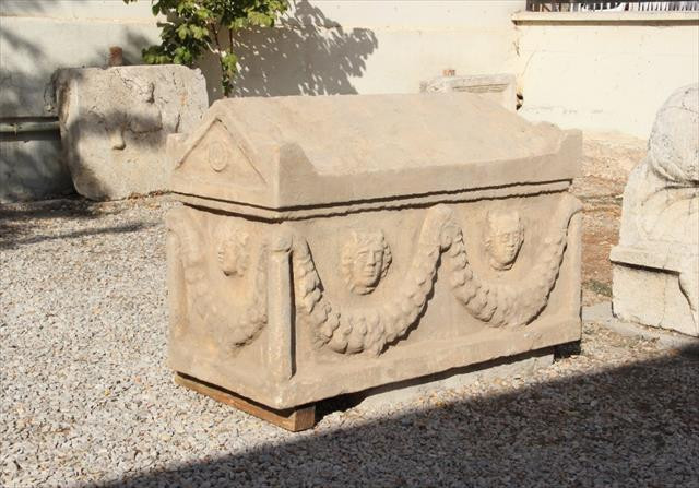 Kazı baskınında Roma dönemine ait lahit bulundu