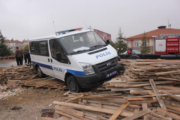 Polis minibüsü ile otomobil çarpıştı: 1'i polis 2 kişi yaralandı