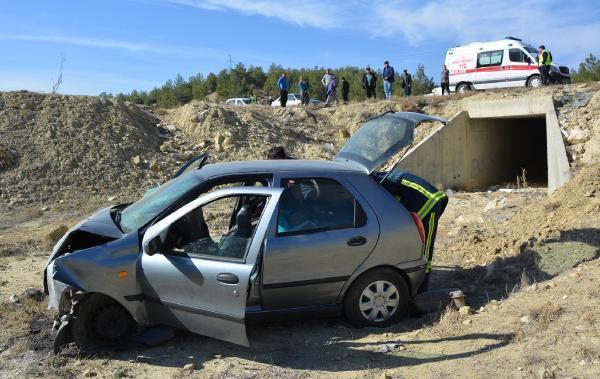 Otomobil dereye uçtu; anne ve 2 çocuğu yaralı