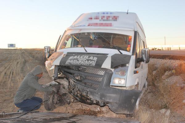Karaman'da işçi servisi şarampole uçtu: 12 yaralı