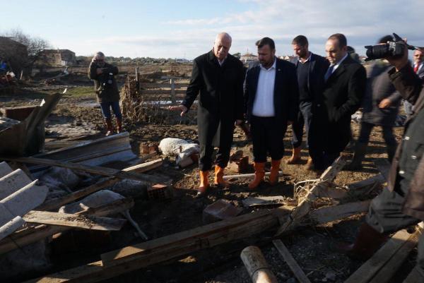 TZOB Başkanı Bayraktar, selin vurduğu Ayvalık'ta