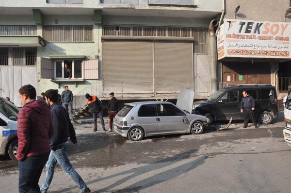 Suriyeli gencin telefonunu çaldı, kaçarken kaza yaptı