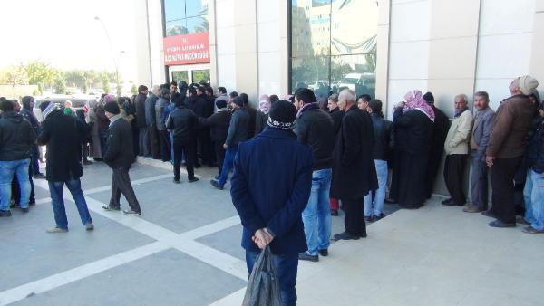 Şanlıurfa'da Suriyelilerin adres bildirimi kuyruğu