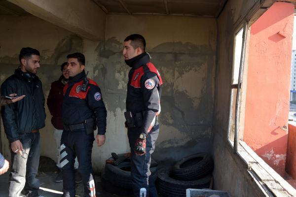 Polisten, dizi setine uzun namlulu silah baskını