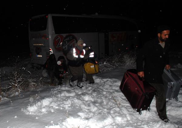 Burdur'da otobüs yoldan çıktı: 5 yaralı