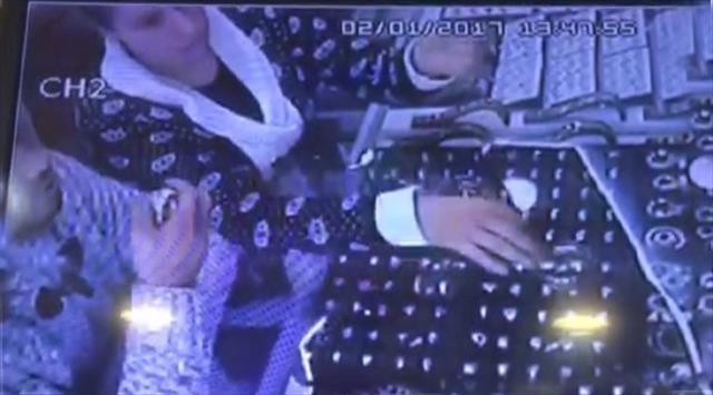 Bilecik'te kuyumcudan bilezik hırsızlığı kamerada