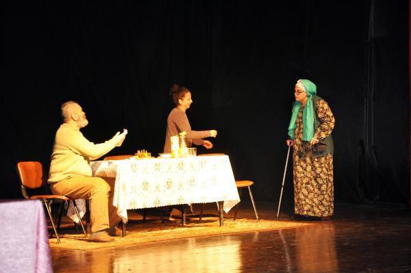 Sorgun'da 'Ben babamın kızıyım' tiyatro oyunu ilgi gördü