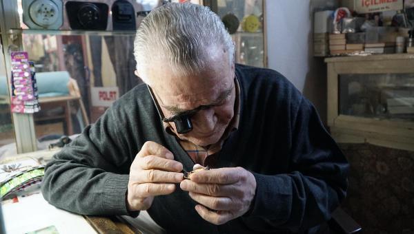 67 yıldır saat tamirciliği yapıyor
