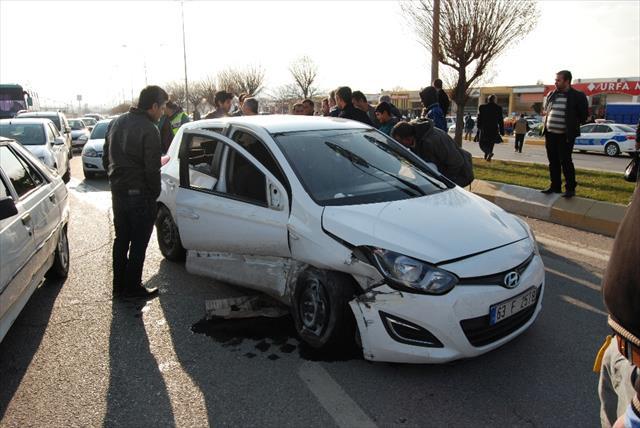 Çocuk sürücü kaza yaptı: 3 yaralı