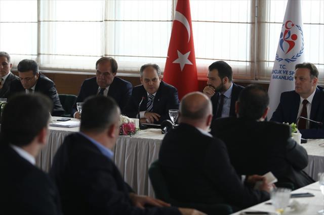 Spor Bakanı kulüp başkanlarıyla bir araya geldi