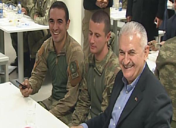 Şehit Topal, yılbaşında Başbakan ile tanışıp yemek yemişti