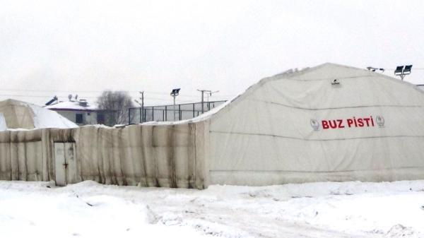 Buz pistinin çatısı çöktü