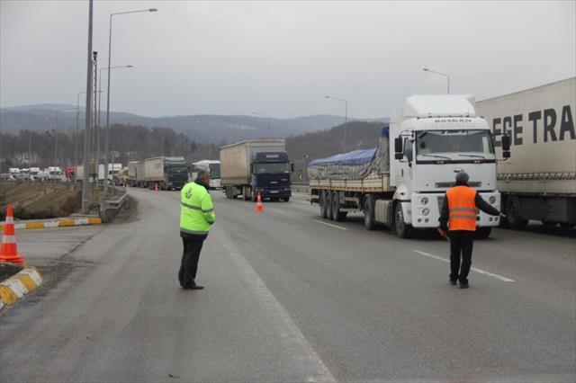 Bolu Dağı Tüneli'ndeki kaza İstanbul yönünü trafiğe kilitledi