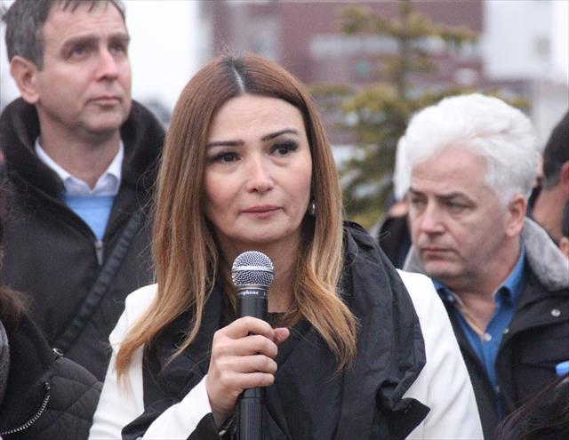 Azeri vekil gözyaşlarını tutamadı