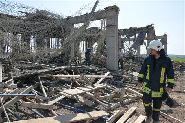 Beton dökülürken kalıplar çöktü: 3 işçi yaralı