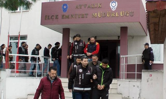 19 göçmen ile 12 organizatör yakalandı