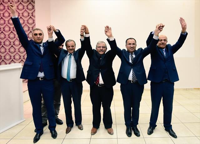 AK Parti-MHP-BBP 'evet' pozu